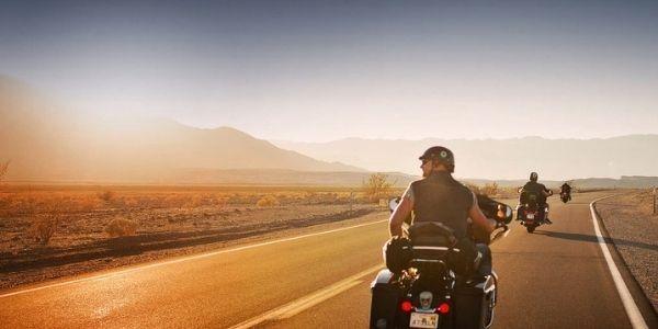 Documentación que tienes que llevar siempre, si vas en moto