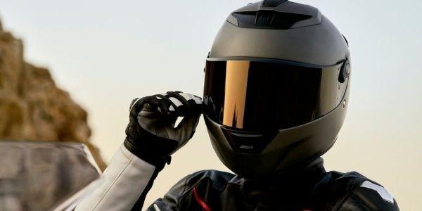 Cómo limpiar correctamente el casco de la moto