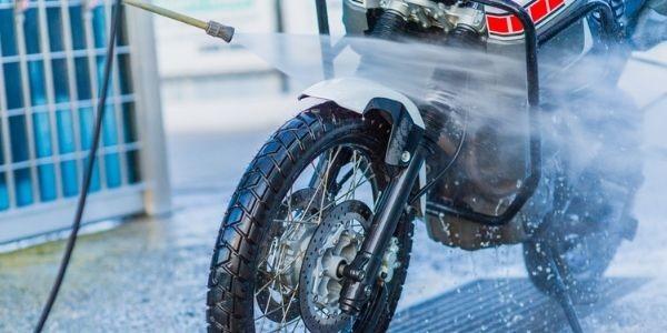 5 Imprescindibles para que tu moto y casco, luzcan como nuevos